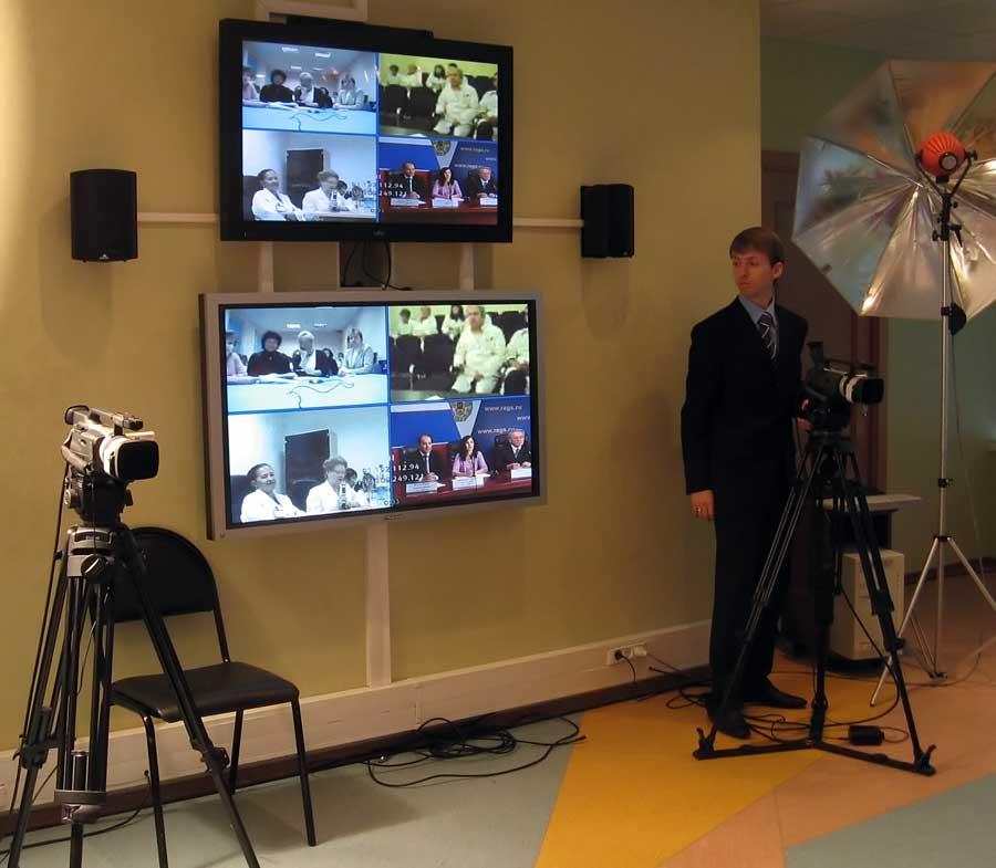 Во время Интернет-Сессии осуществляется подключение городов-участников к телетрансляции.
