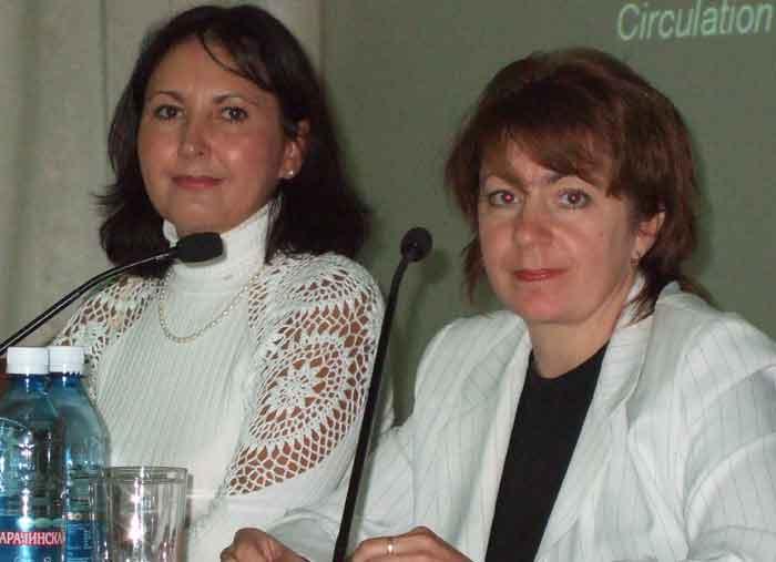 Работает телемост с Омском. В дискуссии участвуют главный терапевт Омска, профессор Коренова Ольга Юрьевна и Викторова Инна Анатольевна.